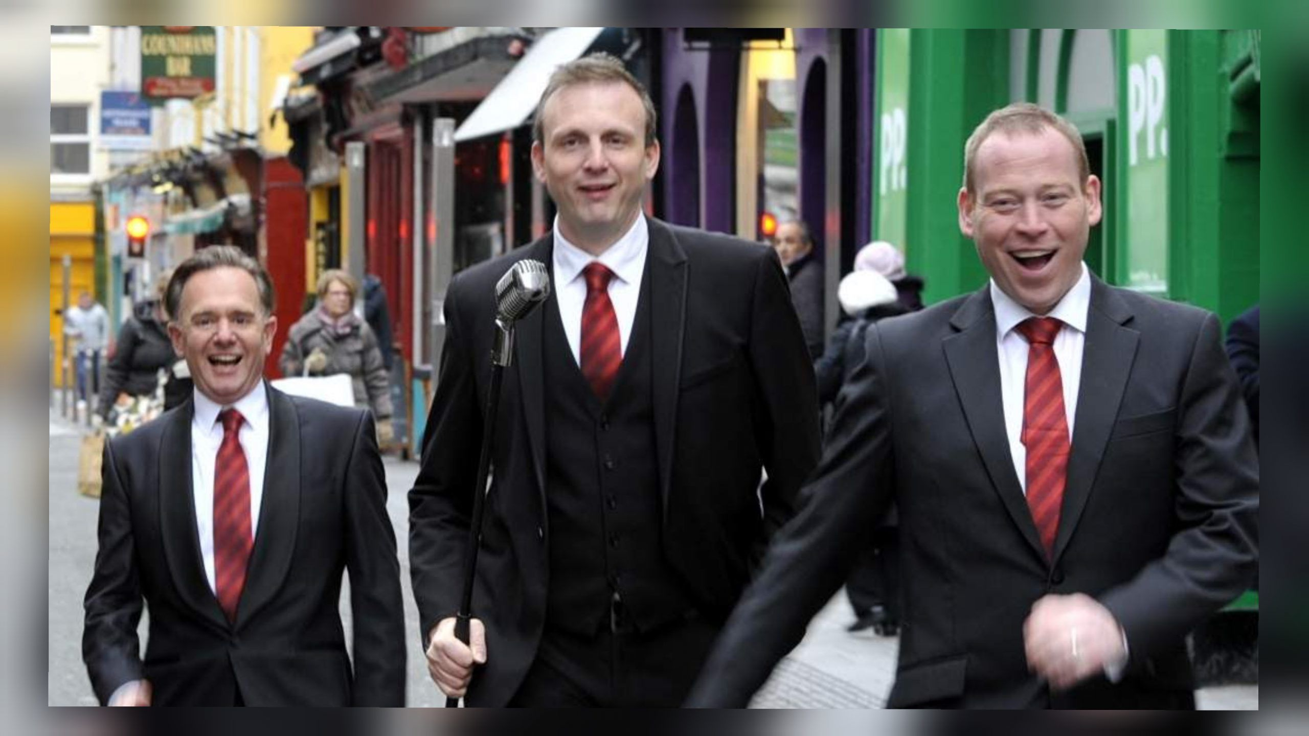 Three cork singing waiters